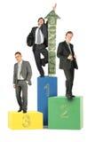 Businesmen nos blocos de madeira do brinquedo com seta do dólar Fotografia de Stock