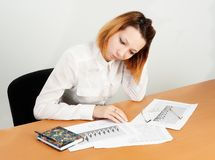 Business analyst woman working. Caucasian businesswoman sitting at desk in casual clothes and analyzing sales statistics stock photo