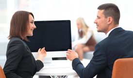 Business associates talking at a Desk. Photo with copy space Royalty Free Stock Photos