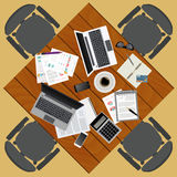 business businessman cmputer desk laptop meeting smiling talking to using woman Θέση εργασίας στο επίπεδο σχέδιο Κατασκευαστής το Στοκ φωτογραφίες με δικαίωμα ελεύθερης χρήσης