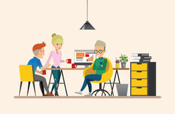business businessman cmputer desk laptop meeting smiling talking to using woman Κοινή ομαδική εργασία εργασία Σύνολο 6 Στοκ Φωτογραφία