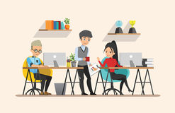 business businessman cmputer desk laptop meeting smiling talking to using woman Κοινή ομαδική εργασία εργασία Σύνολο 4 Στοκ Εικόνες