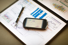 Business chart with smart phone and pen Stock Photography