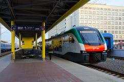 Business class del treno elettrico della società Stadler, Minsk, Bielorussia Immagine Stock
