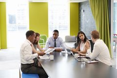 Free Business Colleagues Having An Informal Meeting At Work Stock Photo - 104865170