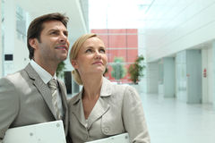 Business couple looking up Royalty Free Stock Photo