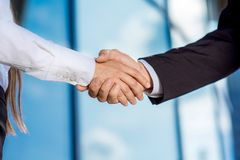 Business couple shaking hands outdoors Royalty Free Stock Photography