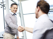 Business executives shaking hands Royalty Free Stock Images
