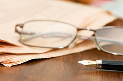 Business fountain pen and glasses Royalty Free Stock Photography