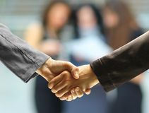 Handshake and business people Royalty Free Stock Photos