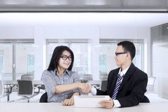 Business people shaking hands at workplace Stock Photography