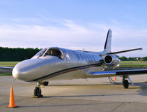 Business Jet. Small business jet sits on the tarmac waiting for its passengers Royalty Free Stock Photos