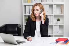 Business lady on her phone Royalty Free Stock Photography