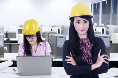 Business leader with helmet and partner in the office Royalty Free Stock Photos