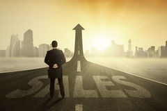 Business leader on the highway rising upward Royalty Free Stock Photos