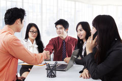 Business leader shaking hands Royalty Free Stock Photos