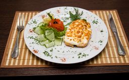 Business-Lunch auf dem Tisch im Restaurant und im Tischbesteck Lizenzfreie Stockfotos