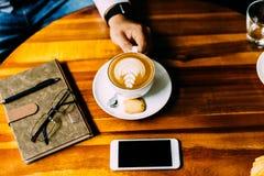 Business-Lunch in einem Caf? lizenzfreie stockfotos