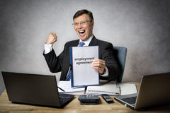 Business man with employment contract Royalty Free Stock Photos
