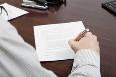 Business man filling out contract Royalty Free Stock Photography