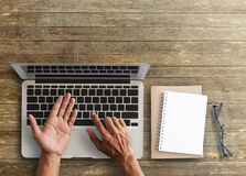 Business man hands using a laptop Royalty Free Stock Photography