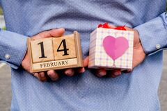 Free Business Man Holding 14 February Wooden Calendar And Heart Gift Box. Valentine Day Concept Royalty Free Stock Images - 168983269