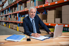 Business man looking the camera Royalty Free Stock Photography