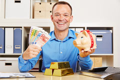 Business man with money and piggy bank Royalty Free Stock Images