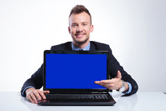 Business man presents his laptop Royalty Free Stock Images