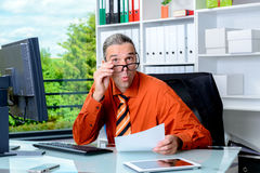 Business man reading letter and is amazed Stock Photography
