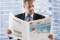 Business man reading a newspaper Royalty Free Stock Images