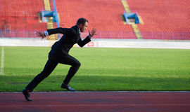 Business man ready to sprint Royalty Free Stock Photo