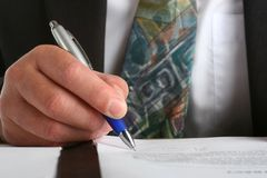 Business man siging a contract Royalty Free Stock Photos