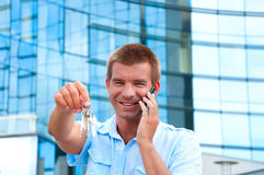Business man speaking on phone in front of modern business building Stock Photography
