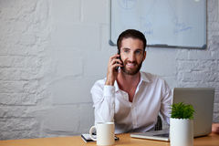 Business man talking on phone with clients Royalty Free Stock Photography