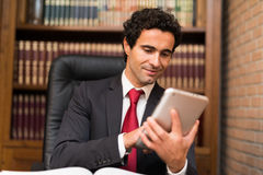 Business man using a tablet Royalty Free Stock Photography