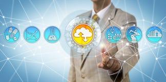Business Manager Adoptuje chmury Pierwszy strategię fotografia stock