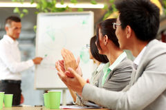 Business people applauding in a meeting Royalty Free Stock Photos