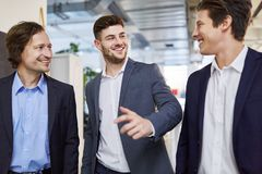 Business people chatting and making small talk Royalty Free Stock Photography