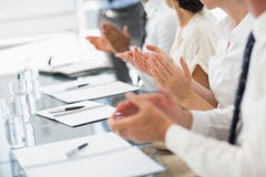 Business people clapping at a meeting Royalty Free Stock Images
