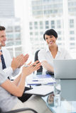 Business people clapping while in a meeting Royalty Free Stock Photos
