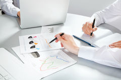 Business people discussing a financial plan Royalty Free Stock Photography