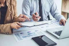 Free Business People Discussion, Executive Team Discussing The Charts Royalty Free Stock Photo - 119498195