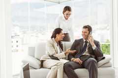 Business people in discussion in living room Royalty Free Stock Photography
