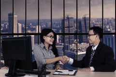 Business people handshake over deal Royalty Free Stock Photos