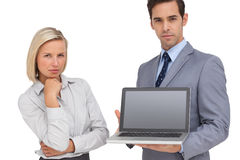 Business people presenting a laptop Royalty Free Stock Photos