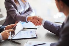 Business people shaking hands Royalty Free Stock Photos