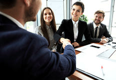 Business people shaking hands, finishing up meeting Royalty Free Stock Photos