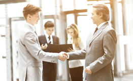 Business people shaking hands, finishing up meeting Royalty Free Stock Images
