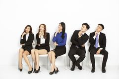 Free Business People Sitting On The Chairs In A Row Royalty Free Stock Images - 158613549